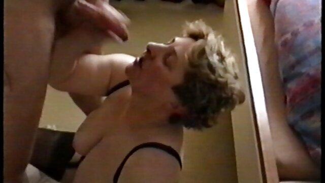 韓国FIFAは車の中で広げられ、膣内にバイブレーター装置が刺さっています レズ クン 二 動画