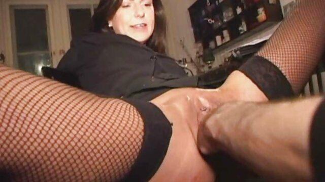 エモの鼻の穴のトンネルで、若い女性の吸引中に窒息する精子と開口部を通してmalafaを解放します セックス 動画 レズビアン