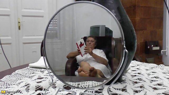 巨大な牛乳を持つ女は、後で彼女は大きな息で彼のために立ち上がることができるようにコックを飲み込む lesbian 無料 動画