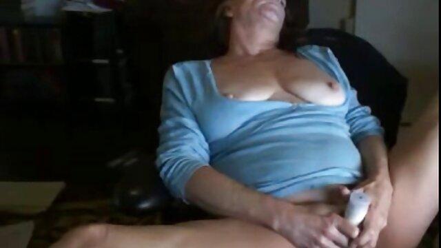 胸からmaturkaを取り、あなたの指で膣を感じ、静かに膣に浸透するためにバンダナのキエフバンデテ レズビアン ナンパ 動画