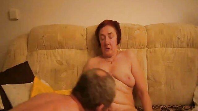 女性は退屈して酔って呼び出し始め、到着時に彼女は吸ってコルクを打つことができます。 レズビアン 動画 無 修正
