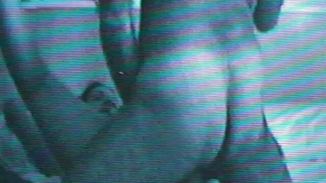 裸のサッカー選手は、失われた女子チームとの試合後にフィールド上でセックスを持っています レズビアン sex 動画