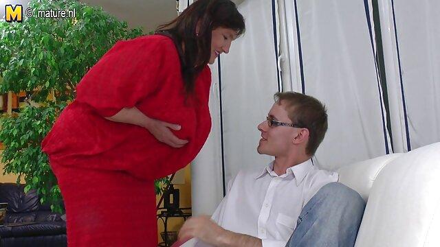 オーディションが終わると、男は落ち着いて立ち上がり、セクシーな下着に赤ちゃんの胸を入れて降りて行き、彼の前でひざまずき、ペニスの拳を口の中で刺激されてファック、ガンのために強いです レズビアン オナニー 動画