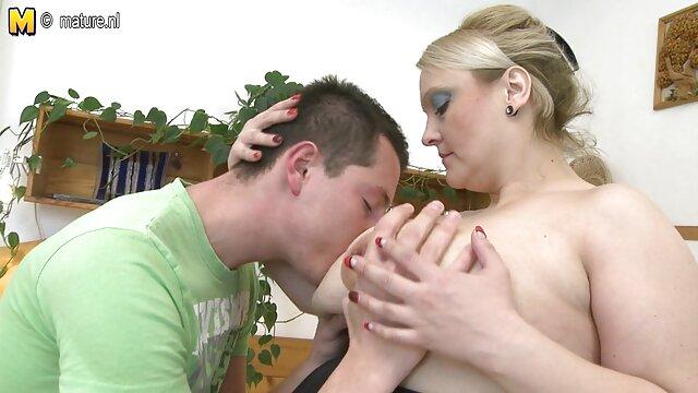 精神的に肛門のセックスのために準備され、それについての彼女の恋人に知らせる巨乳とエキゾチックなアジア,この誘拐,彼女は彼女の手に油を注 レズビアン セックス ビデオ
