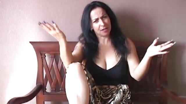 子供たち、彼女の誕生日に若い売春婦を連れて行く古い雌犬。 レズビアン 動画 サンプル