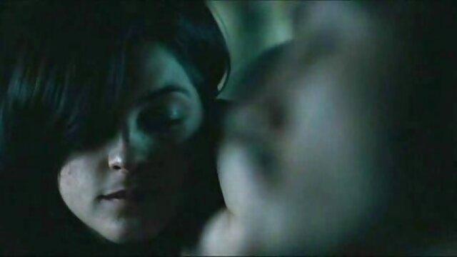 未熟な幼虫は、彼女の隣の男が彼女の手に保持し、彼女のパンティーで彼女の手のベルベットのように柔らかい彼女のお尻を撫でたとき、彼女は彼女の中にコックを持っていたい濡れて熱かったが、肛門を忘れないでくださいすることはできません レズ ペニバン 無料 動画