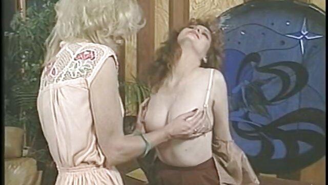 彼はガールフレンドの膣からユニットを取り出し、白雪姫の精子でベルベットの胸を灌漑し、乳首にこすった。 レズクンニ エロ 動画