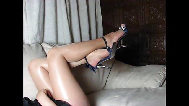 イタリアの歌姫脱衣所で転送と平手打ちのためのプレゼンタ レズビアン サンプル 動画