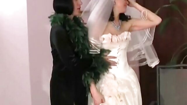 日本の学生は、健康診断を受け、若い女性が落ち着きのない作り、彼女のクリトリスで遊ぶことを熱望している医師 レズ エロ 動画