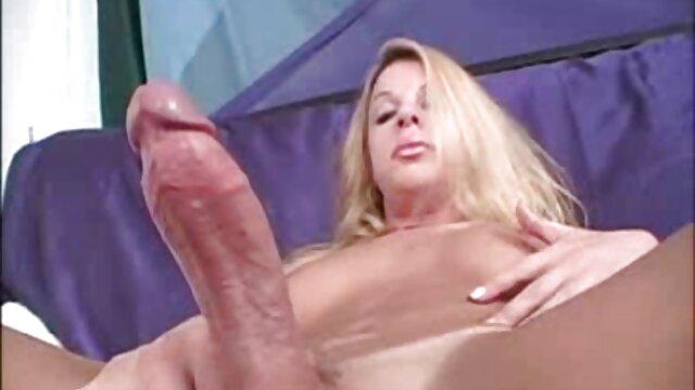 驚きの大人老婆と優雅な髪のスタイリング座って背の高い男白コック エロ ビデオ レズビアン