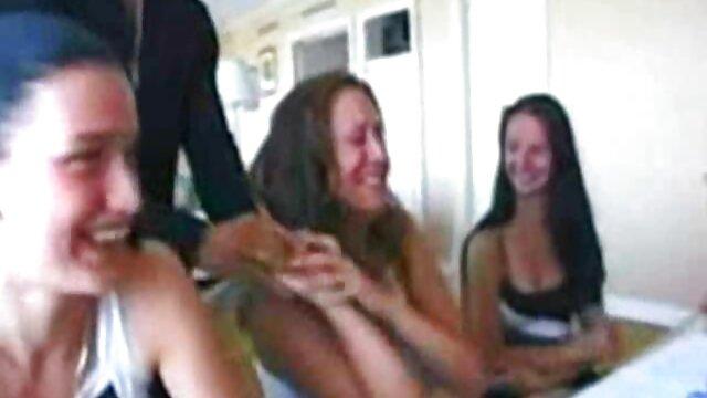 ポケモンイエロージェシー激しく彼のマスターと女性の手足に乾燥外陰部をfornicating。 無料 動画 レズビアン