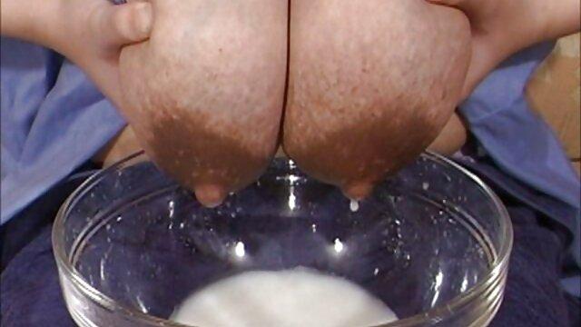 ブルカの若いイスラム教徒の女性は、男の陰茎を吸い、窒息は彼の首に彼の頭を押し込みました。 無料 レズビアン ビデオ
