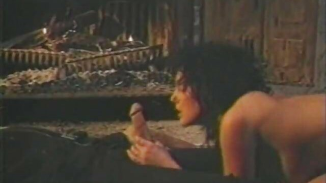 中尉は、将軍の恋人を吸っている女性を見つけるために家に戻ったとき、少し驚いた。 ペニバン レズ 無料 動画
