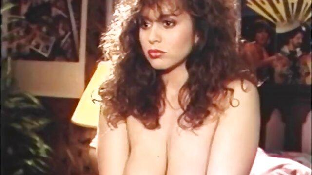 何をしてるんだクソッタレ? 私にIshachy レズビアン 動画 サイト Karabakhを残して、彼女は引き裂かれた服で性交し、彼女の膣を穴に引っ張る。