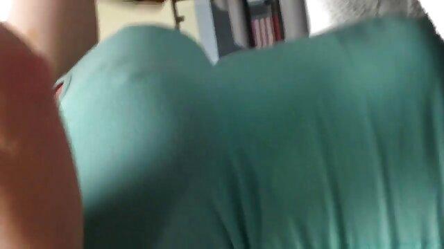 セクシーなタイツを着た二人の女の子が男の太いチンポを取り、深くそれを吸い始め、彼は立ち上がって、そのようなカーテンを発行しましたが、彼はひよこを打つことを熱望しています、これはアナルで彼のタイトで、それから内部から精子を流します エロ 動画 レズビアン