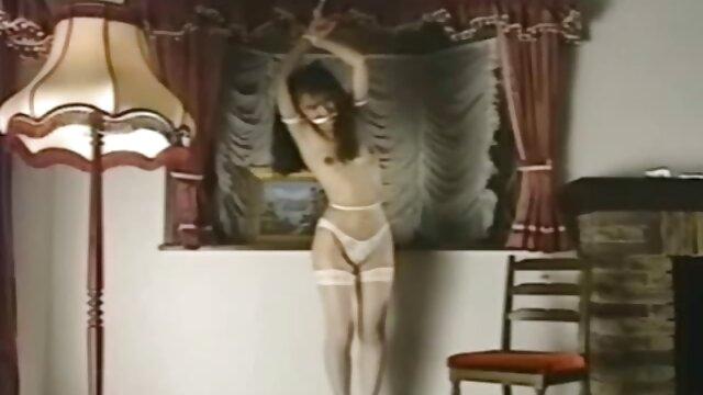 セクシーな熟女は彼女の完全に裸の前に現れる彼女の子供たちと笑って、すぐに沈黙し、そしてその男はそれほど単純ではなく、彼女はセックスをチェックすることに決めたと彼女に思えます レズビアン av 動画