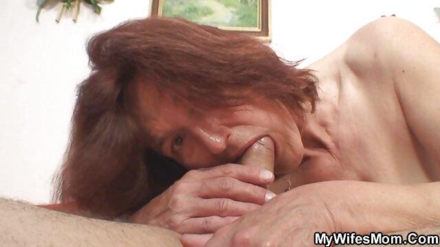 Emo骨太で新鮮なストッキング座ってディルドと厚いゴムの卵 レズビアン 動画 無 修正