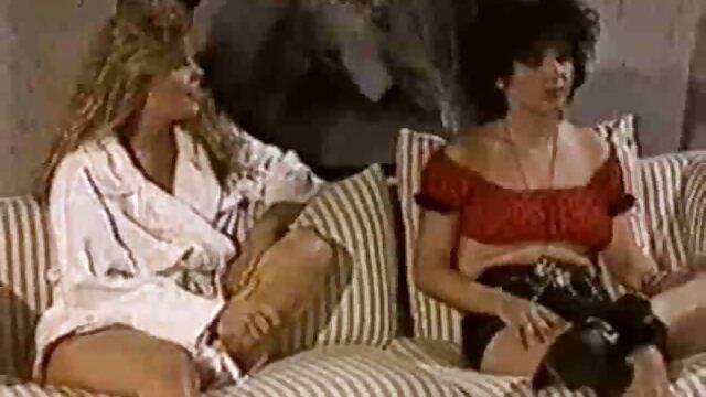 世話人アジアはバスルームから出てくるコートに巻き込まれ、彼の膝の上に男を吸うことを余儀なくされています。 レズビアン の 動画