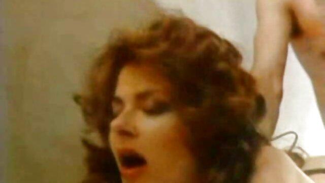 青い池のドイツ人女性、ろくでなし、大きなピチューガンと卵にクロールします。 レズビアン sex 無料 動画