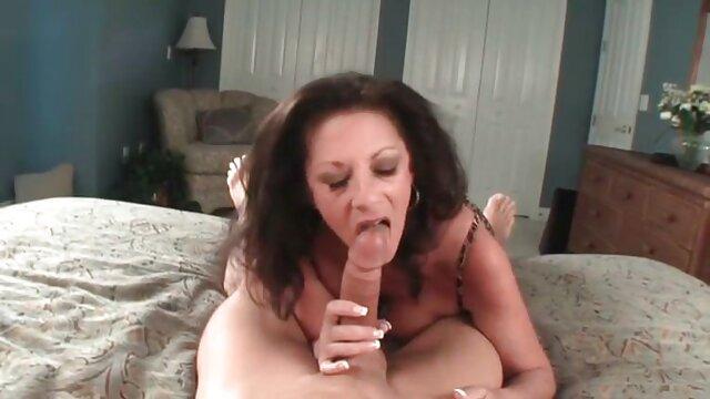 男性は女性を誘惑し、スキニーと熱い彼らの息子、彼女の猫の大きなコックは彼女のお尻、バングラデシュを性交し始めた レズビアン の セックス 動画