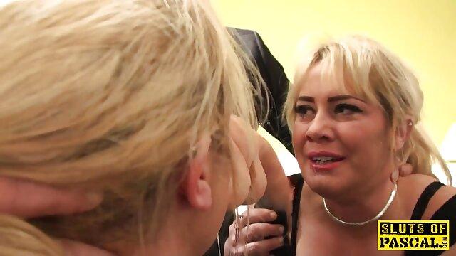 スキニー赤毛は、性のおもちゃのすべての種類で彼女の穴を開発し、肛門で激しく彼女を犯した巨大なコックで残忍なのために準備しています。 レズビアン クンニ 無料 動画