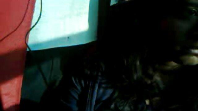 ストリッパーは、誕生日パーティーで、良いキャラクターを持っている人々の死の周りに五歳の女性と乱交を手配します。 レズビアン sex 無料 動画