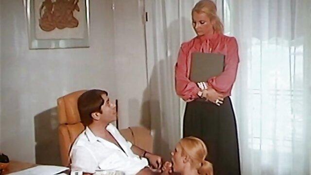 連続体のエクスタシーでは、彼は自分の指で彼を打つ愚かな人々と彼の頬をつかんで、壊れた口の中に彼を引っ張った レズビアン sex 無料 動画