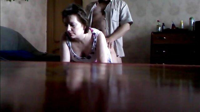 日焼けした大学の教師は逆さま痛みを伴う肛門の浸透をしながら泣き言 素人 レズ ナンパ 動画