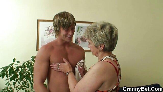 あなたは初めて処女をチャット彼のコックにキスをし、尋ねずに彼の口に入った レズビアン の 無料 動画