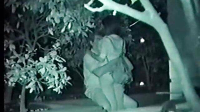 隣人が潤滑のために粘着性である膣を押し込んでいる間、ディックの女性は目を覚まさなかった レズビアン ナンパ 動画