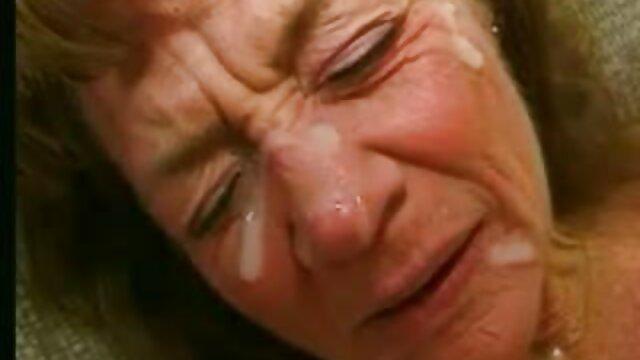 短い巨大な上腕二頭筋Antonina立って眠り、コックに乗るために目を覚ます レズビアン エロ 無料 動画
