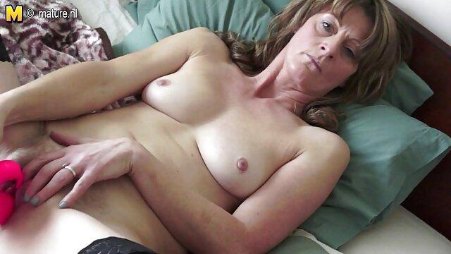 ブロンドはニジェールの陰茎から精子を伸ばし、壁のショーから出てきて、彼女の濡れた猫を上に置いた。 レズビアン sex 無料 動画