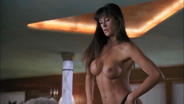 豪華な成熟したミルク。 無料 エロ 動画 レズビアン 若いロシア人との熱いセックスの間に生きている間に巨乳orgasms