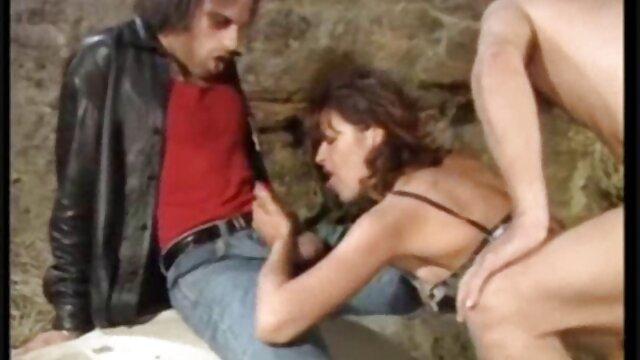 ショートパンツ、ピンク、シャツのロシアの女の子は、彼女が優しく彼にキスをし、肛門の穴を開けて彼女と性交するために彼女の犬のスタイルを脱いだときにこの男に溶け込む。 レズビアン エロ 無料 動画