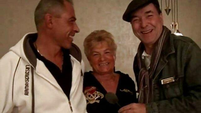 彼はロシアからカメをレストランに連れて行き、フェラチオの後にトイレで前に終わった。 レズビアン 動画 サンプル