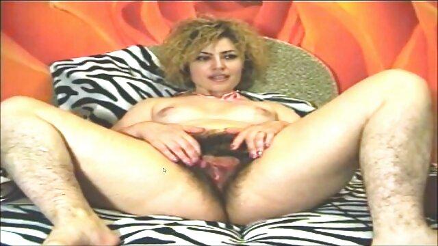 女性のオルガスムはとても強いので、彼女の猫は濡れた膣を押す。 レズビアン アダルト ビデオ