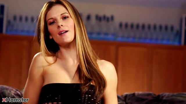 小さな赤いスカートひよこ痛みを伴うウナギのお尻を絞る肛門の処女 人妻 レズビアン 動画
