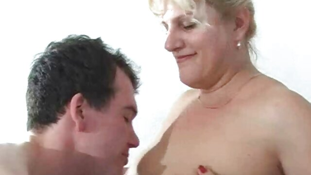 胸を破壊するユニークな芸術のための感謝マッサージ師を触診 レズビアン の 動画