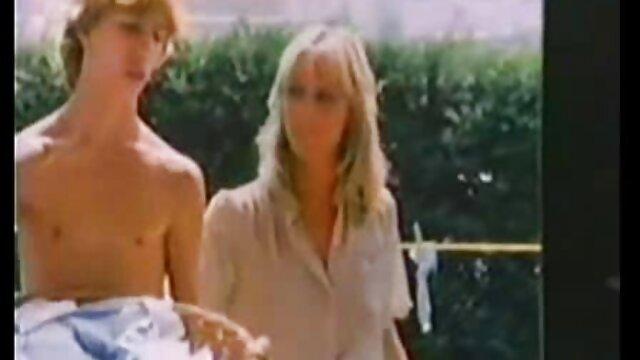 結婚式でカルーセルは、結婚式の間に新郎のメンバーを魅了し、証人の存在下で彼を打ちます レズビアン クンニ 無料 動画