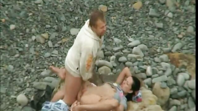 男はセクシーな青い下着の下に髪の毛がいっぱいの猫で彼の娘を魅了し、クーニーは彼女の猫で彼女の飢えを癒すために彼女を癌に入れます。 無料 の レズビアン 動画